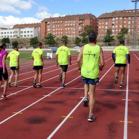 Fernando Lorenzo imparte una sesión de entrenamiento en el que participan corredores del C. D. Zamora Corre - Adarsa_79