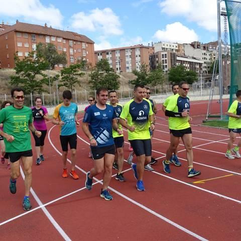 Fernando Lorenzo imparte una sesión de entrenamiento en el que participan corredores del C. D. Zamora Corre - Adarsa_87