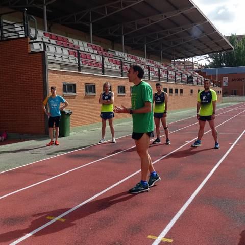 Fernando Lorenzo imparte una sesión de entrenamiento en el que participan corredores del C. D. Zamora Corre - Adarsa_81