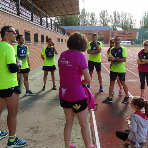 Fernando Lorenzo imparte una sesión de entrenamiento en el que participan corredores del C. D. Zamora Corre - Adarsa_76
