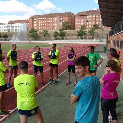 Fernando Lorenzo imparte una sesión de entrenamiento en el que participan corredores del C. D. Zamora Corre - Adarsa_77