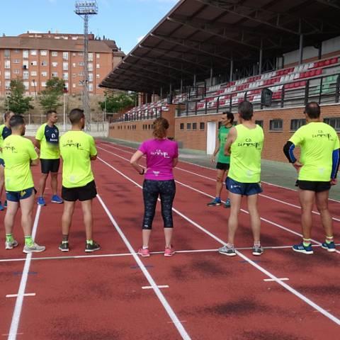 Fernando Lorenzo imparte una sesión de entrenamiento en el que participan corredores del C. D. Zamora Corre - Adarsa_78