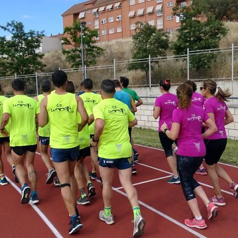 Fernando Lorenzo imparte una sesión de entrenamiento en el que participan corredores del C. D. Zamora Corre - Adarsa_74