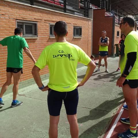 Fernando Lorenzo imparte una sesión de entrenamiento en el que participan corredores del C. D. Zamora Corre - Adarsa_85