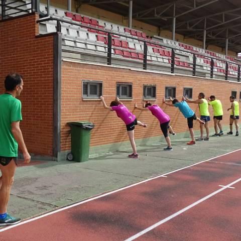 Fernando Lorenzo imparte una sesión de entrenamiento en el que participan corredores del C. D. Zamora Corre - Adarsa_83