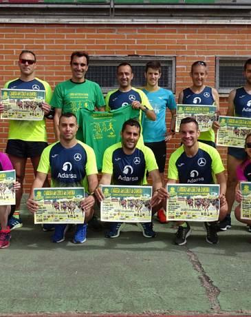 Fernando Lorenzo imparte una sesión de entrenamiento en el que participan corredores del C. D. Zamora Corre - Adarsa