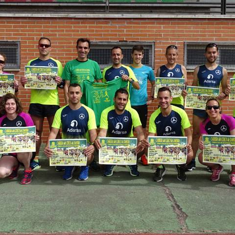 Fernando Lorenzo imparte una sesión de entrenamiento en el que participan corredores del C. D. Zamora Corre - Adarsa_75