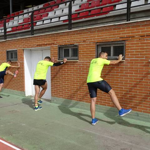 Fernando Lorenzo imparte una sesión de entrenamiento en el que participan corredores del C. D. Zamora Corre - Adarsa_84