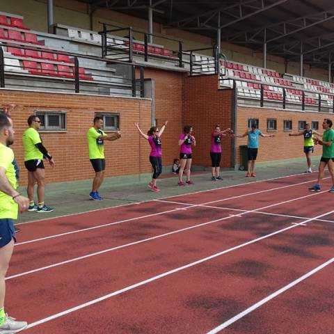 Fernando Lorenzo imparte una sesión de entrenamiento en el que participan corredores del C. D. Zamora Corre - Adarsa_82