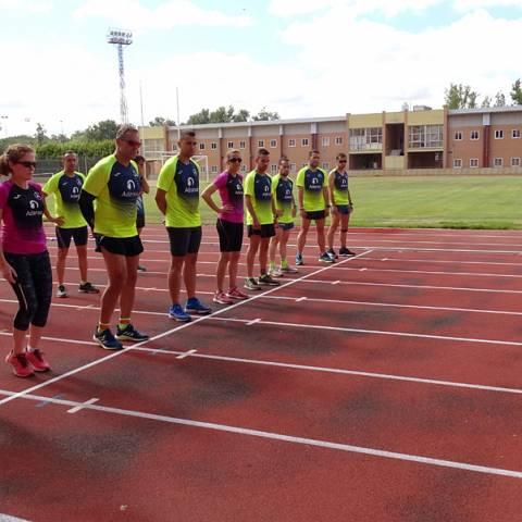 Fernando Lorenzo imparte una sesión de entrenamiento en el que participan corredores del C. D. Zamora Corre - Adarsa_80